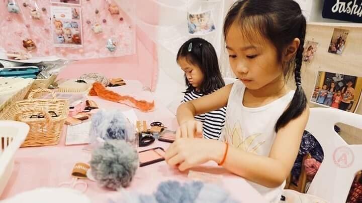 workshop Fluffy POM POM Rabbit