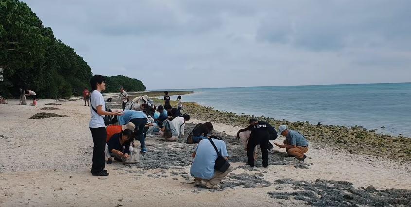 จังหวัดโอกินาว่าที่เกาะTaketomi มีทรายรูปดาว