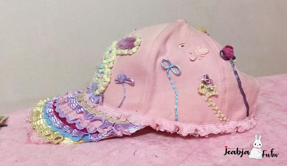Jeabja Fufu ด้านข้างของหมวก Rabbit Mermaid ที่ตกแต่งด้วย MOMOTARA