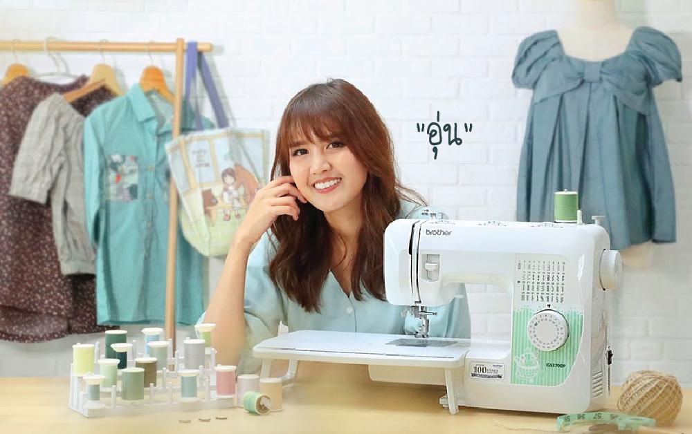 ครูอุ่น อุ่น รวิภา อัศวรักษ์ ดีไซเนอร์ designer craft sewing tutorial สอนเย็บผ้า นักออกแบบ งานฝีมือ สอนใช้จักรเย็บผ้า