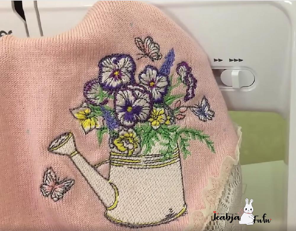 ปักเสื้อไหมพรม ลายปักดอกไม้ by Jeabja Fufu